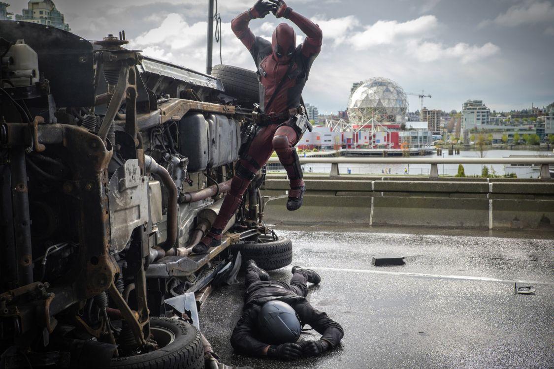 Обои Дэдпул фильм, дэдпул, супергерой, статуя, арт в разрешении 3000x2000